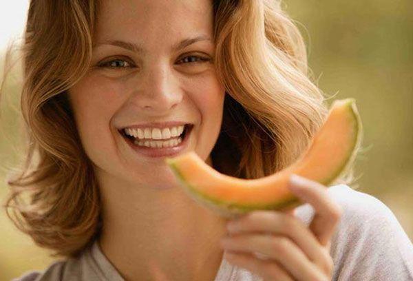 Дыня при грудном вскармливании - можно ли кормящей маме?