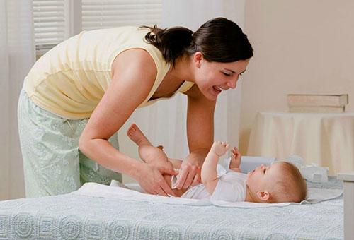 Вытирание и воздушные ванны для новрожденного