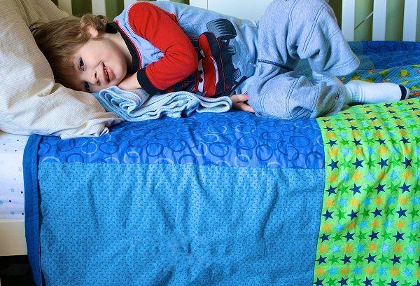 Мальчик в постели