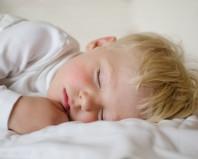 Спящий пятилетний ребенок