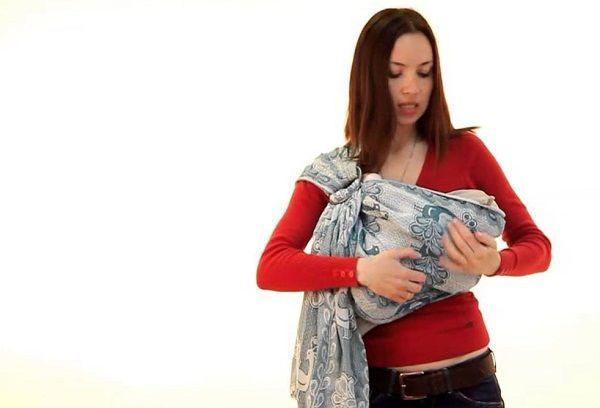 Новорожденный в слинге