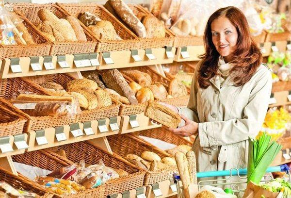 Секция хлеба в супермаркете