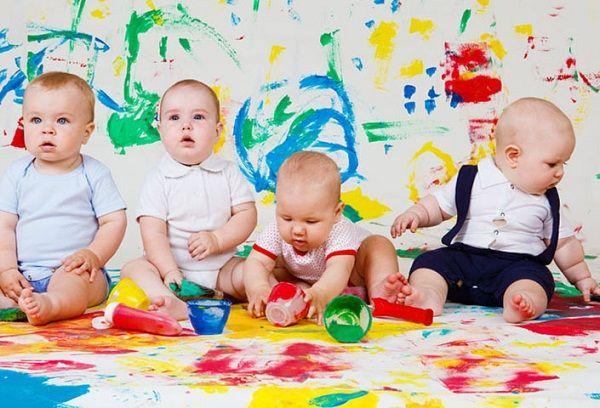 годовалые дети рисуют красками
