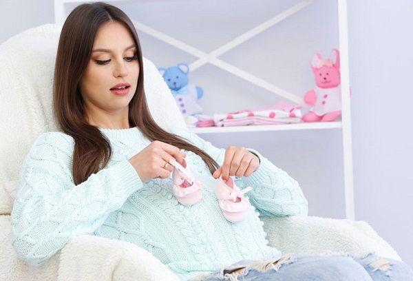 беременная женщина в ожидании малыша