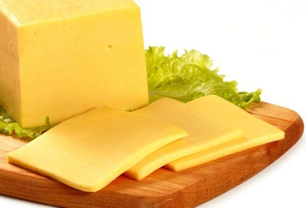 Когда можно давать ребенку сыр и какой, в каком виде?