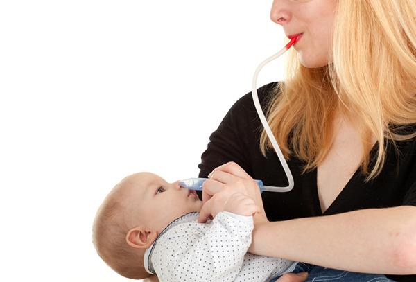 Использование аспиратора при насморке у новорожденного