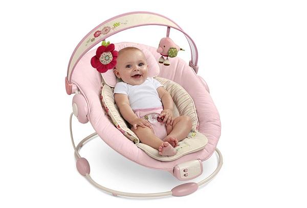 Что подарить новорожденной девочке: полезные и оригинальные презенты