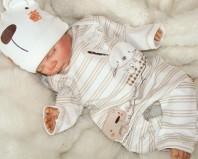 спящий новорожденный