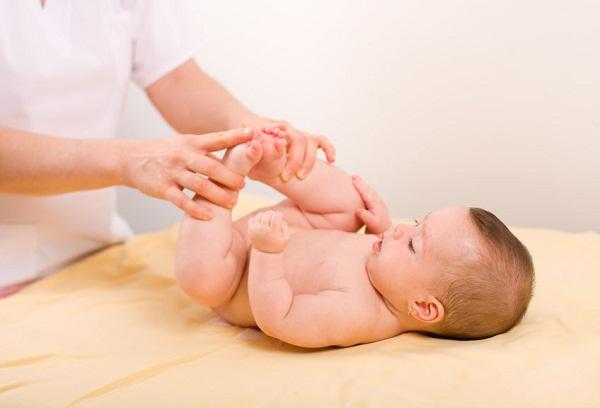 Рефлексы новорожденных: как определить и расшифровать?
