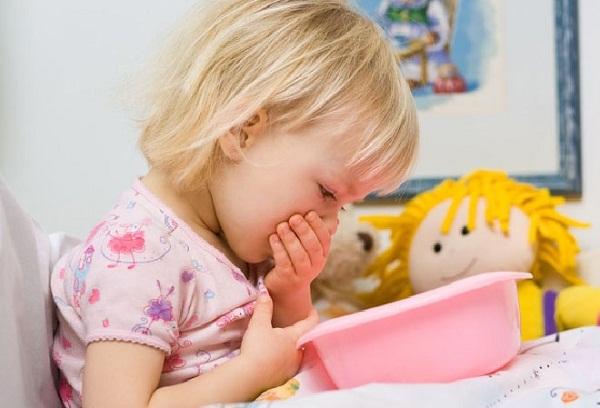 Рвота у ребенка без температуры, без поноса: что делать до приезда врача?