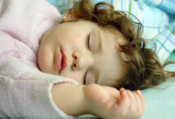 спящий мальчик