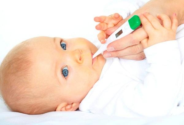 градусник во рту у ребенка