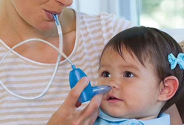 Использование механического аспиратора для новорожденных