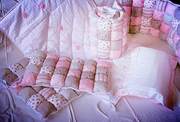 Бортики в кроватку ребенка