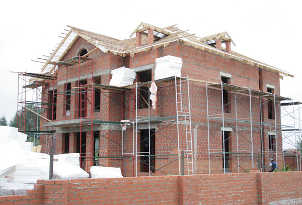 Строящийся дом