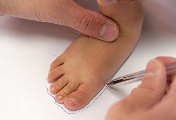 Измерение стопы ребенка