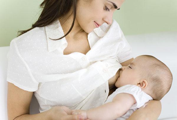 Сколько должен съедать новорожденный: таблица питания и нормы