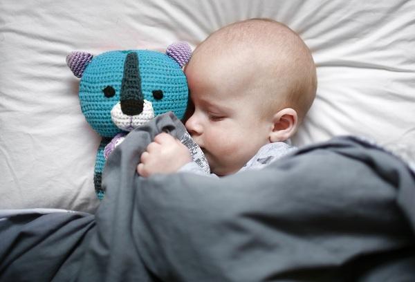 новорожденный ребекнок спит
