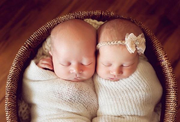 двайняшки мальчик и девочка
