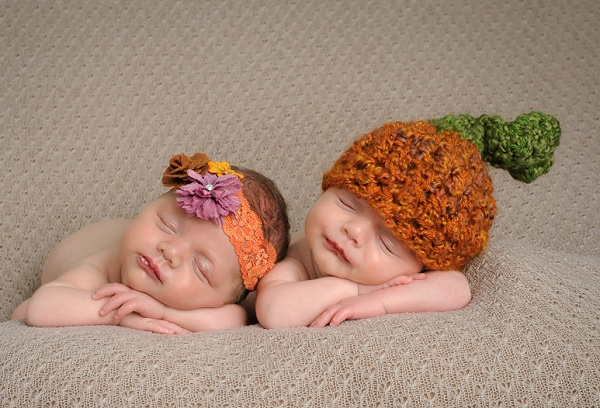 спящие новорожденные дети