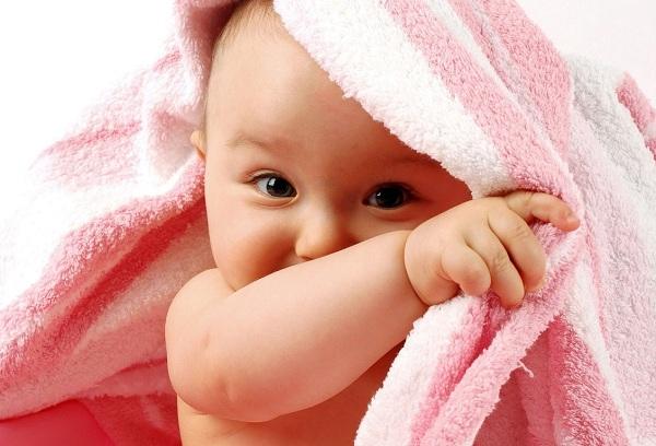 новорожденный ребенок после купания