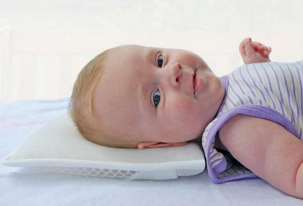 нужна ли подушка новорожденному ребенку