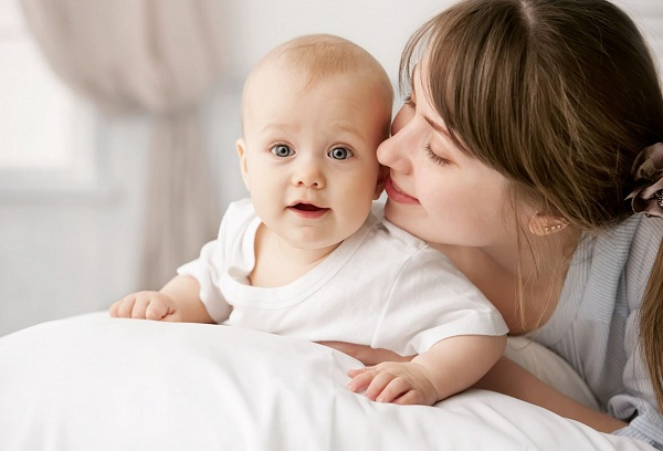 мама с грудным ребенком