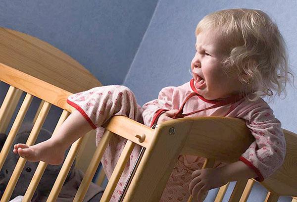 Ребенок не хочет спать в своей кроватке