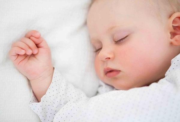 Спящий младенец 6 месяцев