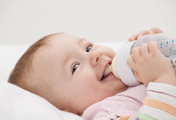 Какой смесью лучше кормить новорожденного