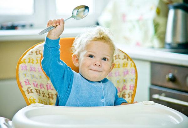 Годовалый ребенок просит кушать