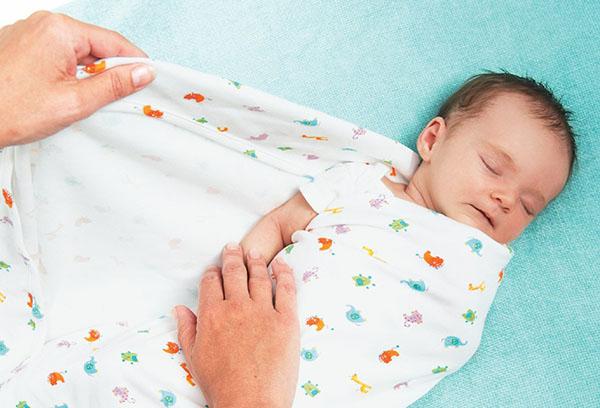 Тугое пеленание младенца