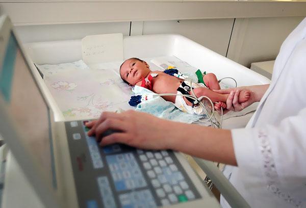 Медицинское обследование новорожденного