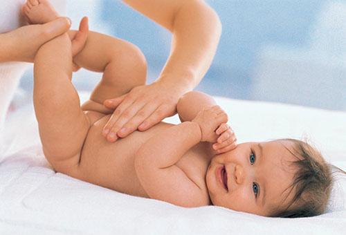Массаж для грудничка при запоре