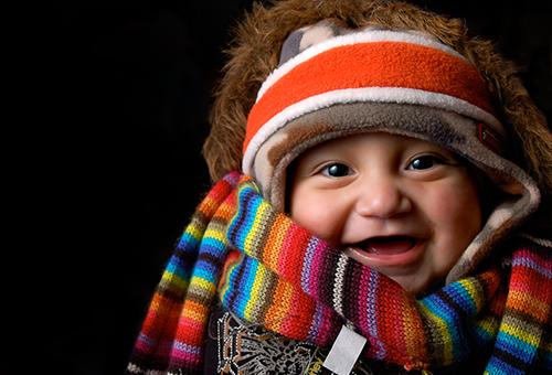 Грудничок в теплой зимней одежде