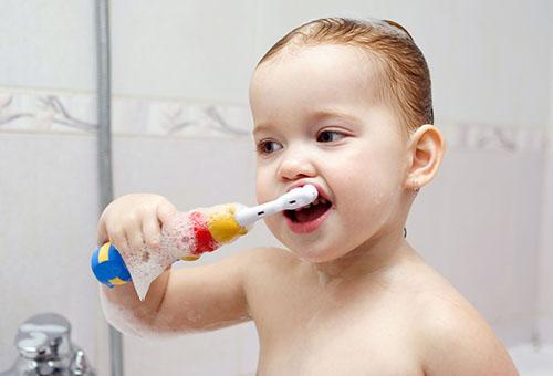 Специальная детская зубная щетка