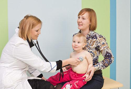 Мала с ребенком на приеме у педиатра
