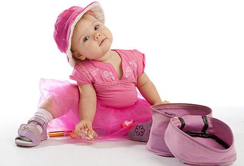 Годовалая девочка в розовом