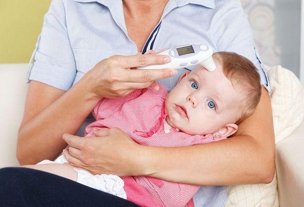 Измерение температуры грудничку электрическим термометром