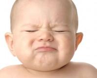 Младенец тужится