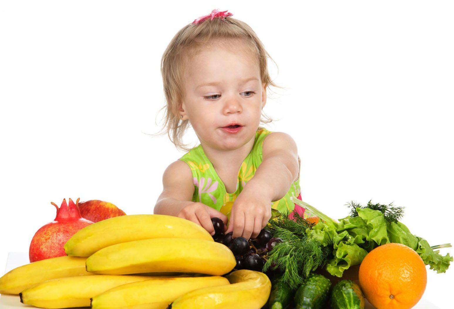 девочка и бананы