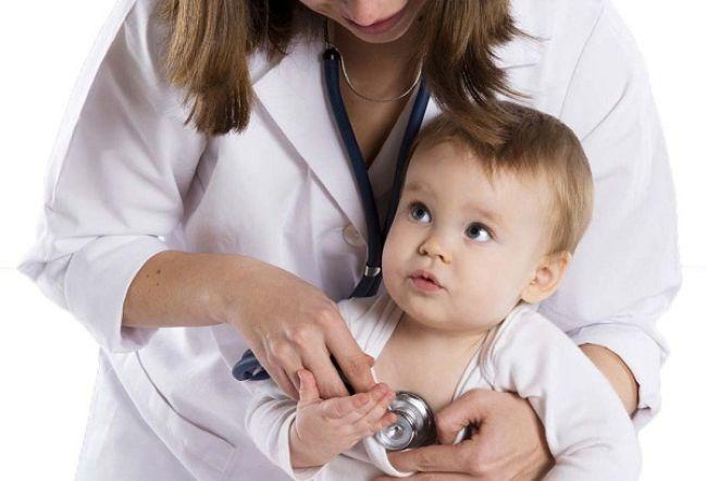 педиатр и годовалый мальчик