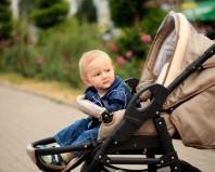 малыш в коляске