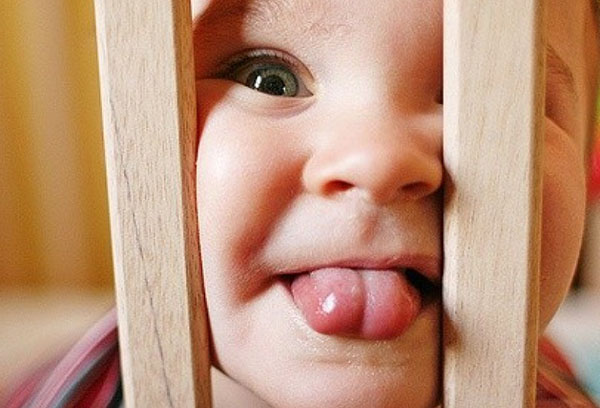 Короткая уздечка языка у малыша