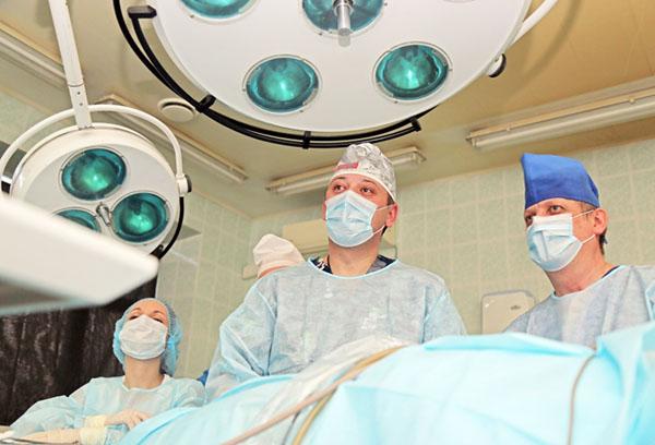 Хирурги готовятся к операции