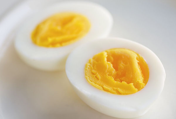 Свежее вареное яйцо