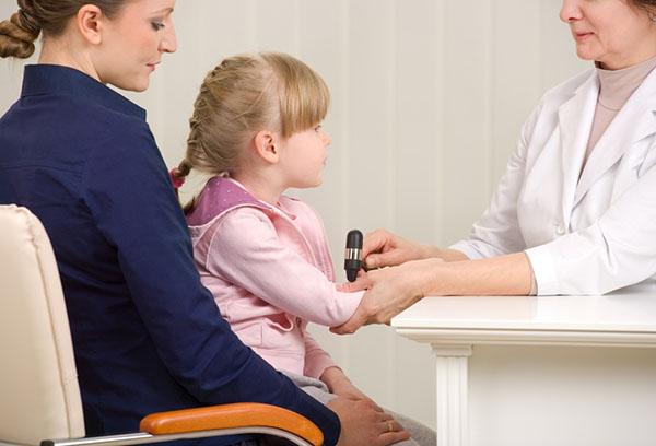 Осмотр ребенка у невролога
