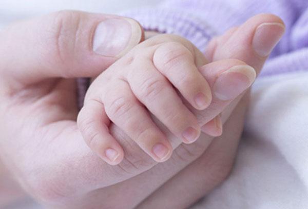 Ручка новорожденного малыша