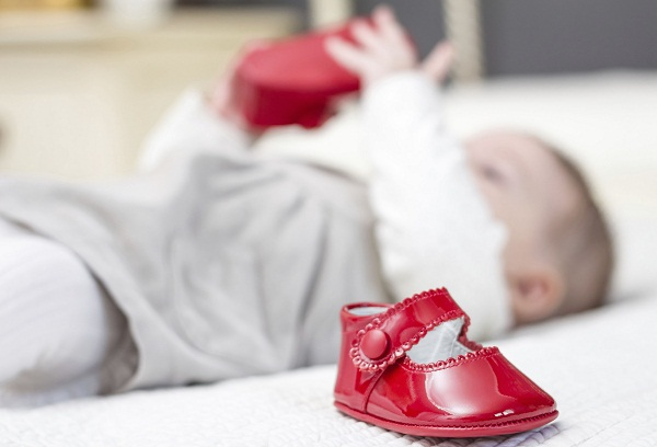 красная детская обувь