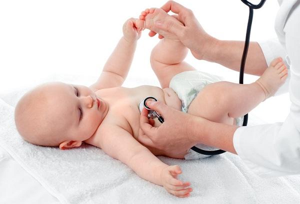 новорожденный ребенок у врача